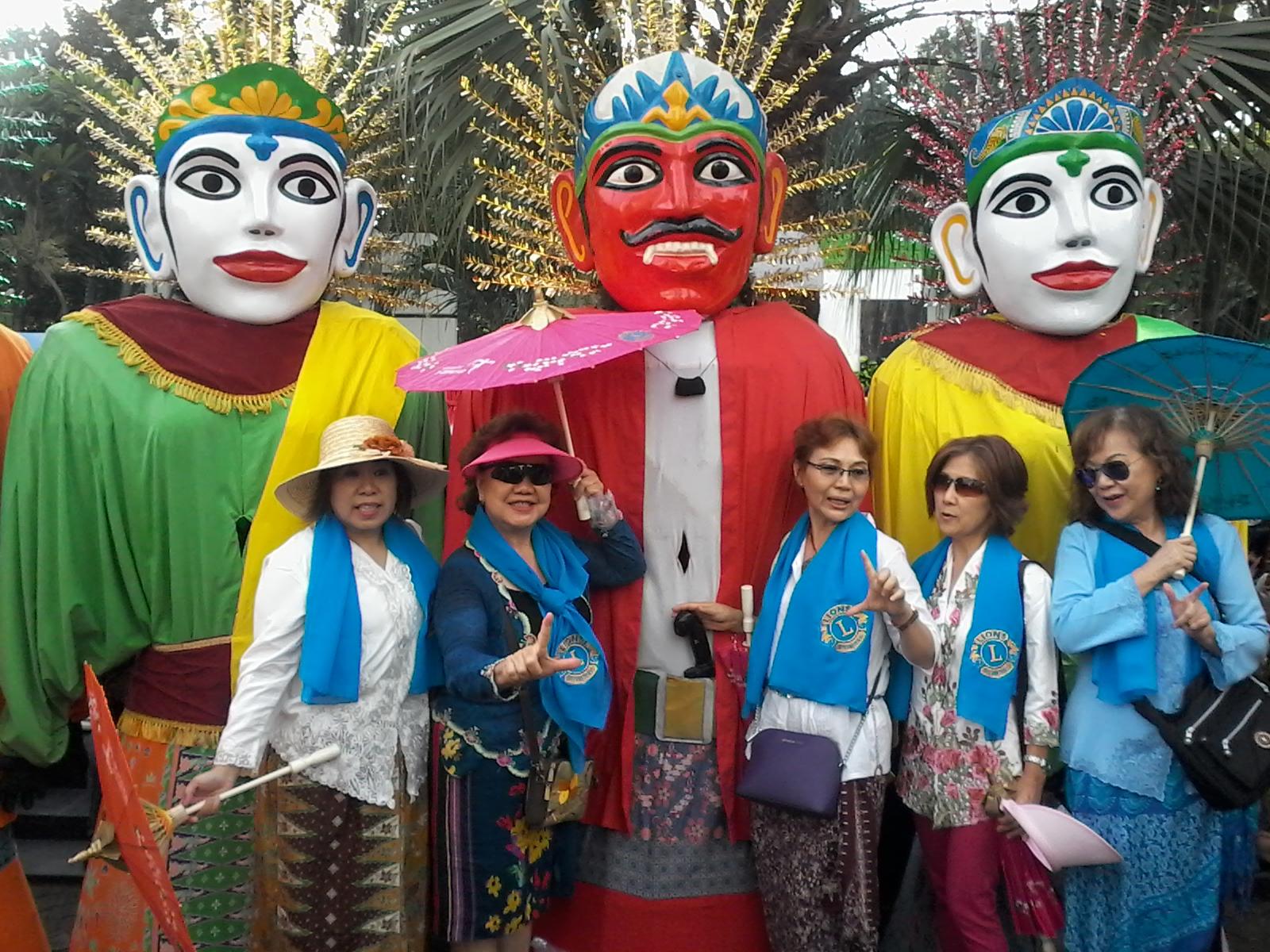 travelplusindonesia  Ayo Selfie Bareng 50 Ondel Ondel di Car Free ... 78f4c412c8