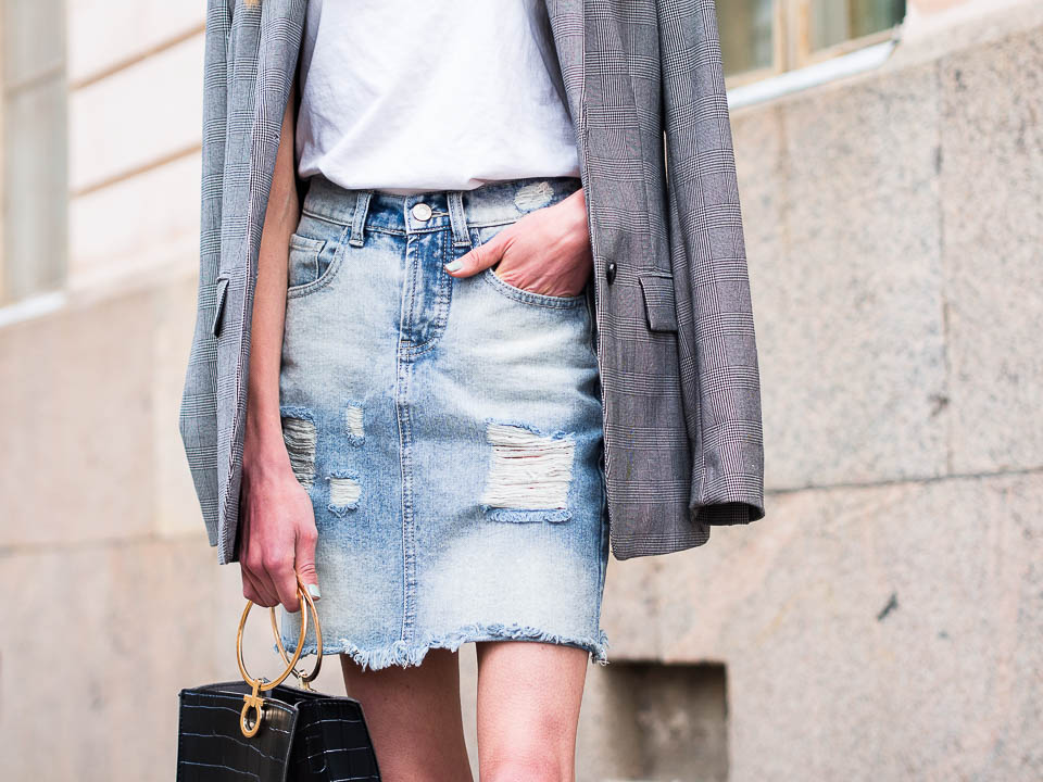 how-to-wear-distressed-denim