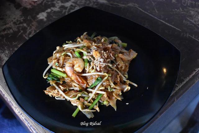 Raden'S Crispy Steak and Spicy Chicken: Bisa Nongkrong Sambil Nostalgia - Kwetiau
