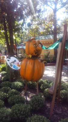 pumpkin person at dollywood