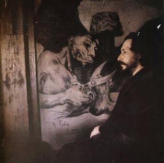 Фотографический автопортрет Леонида Андреева на фоне нарисованной им же копии Капричос Гойи