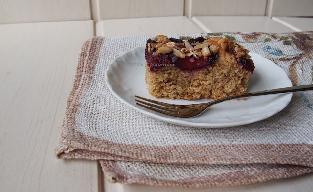 Orkiszowo-owsiane ciasto ze śliwkami