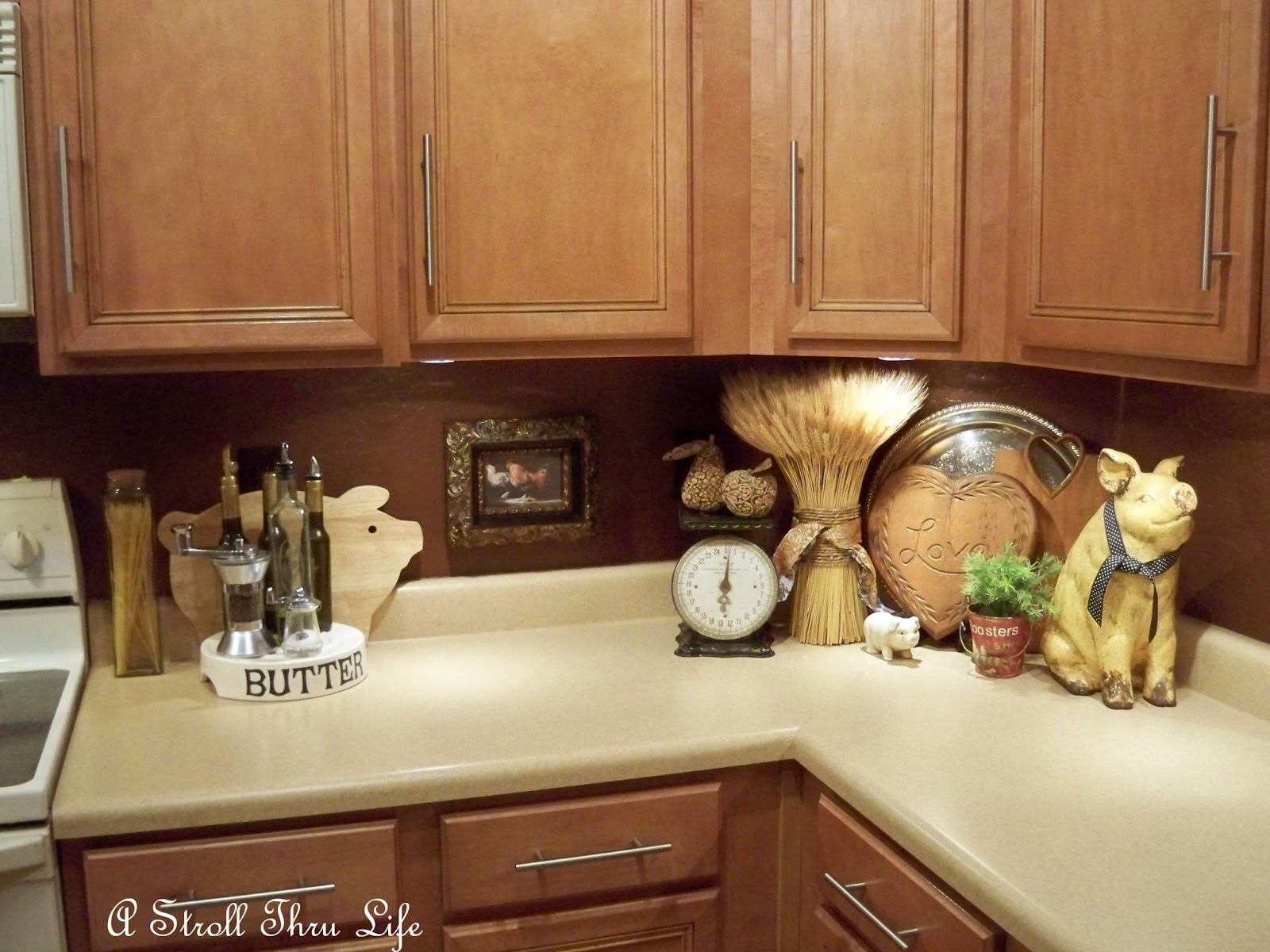 A Stroll Thru Life: Decorating With Bread/Cutting Boards