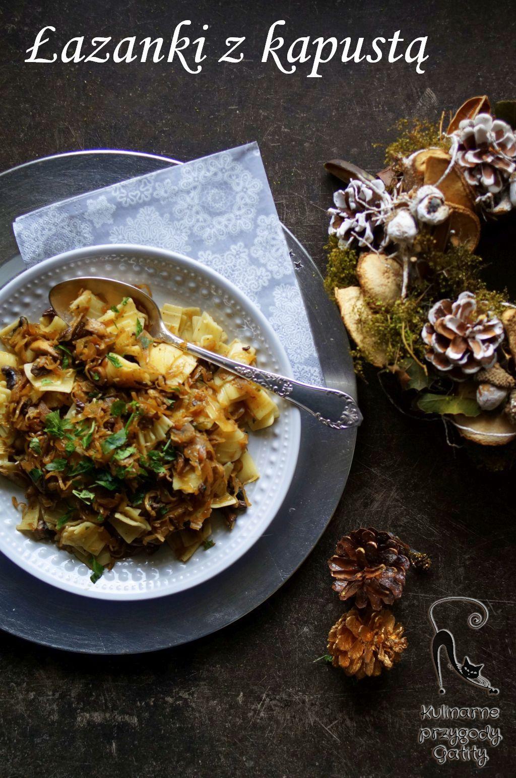 makaron-lubella-z-kapusta-i-grzybami-na bialym talerzu