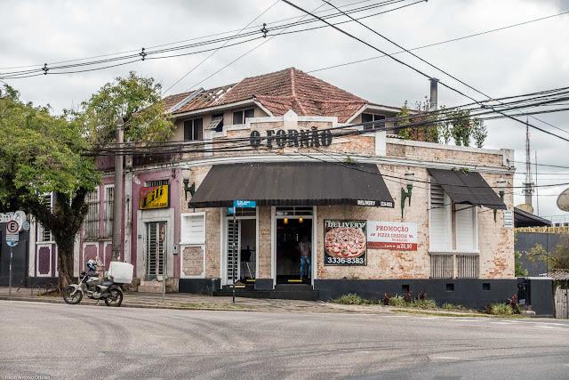 Casa na Avenida Manoel Ribas, com mansarda