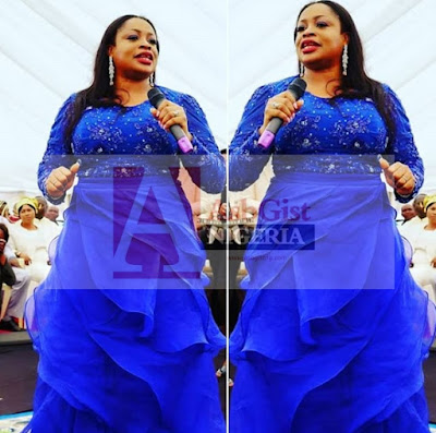 Sinach performing at the Esama of Benin, Chief Igbinedion's 84th birthday