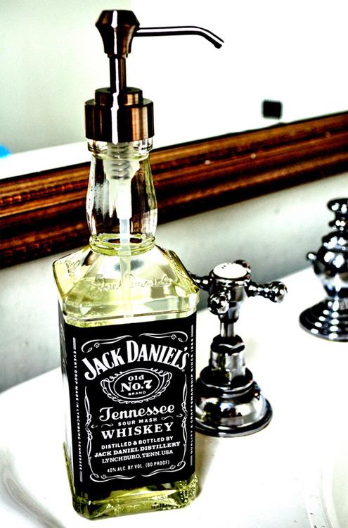 jack daniels seifenspender ideen design basteln. Black Bedroom Furniture Sets. Home Design Ideas
