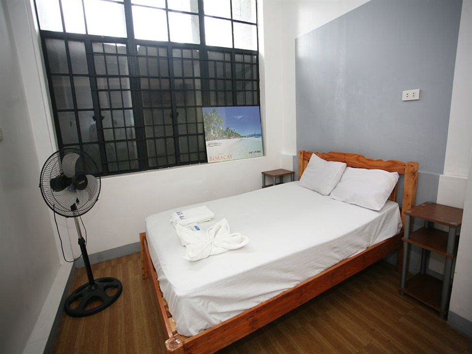 Looking for a cheaper hotel to stay overnight? Check this out amazing offer awaits for you. 10 cheaper hotel that costs 1,000 Php per night or less.  Please Note:       Prices shown are for double occupancy and may not include taxes, service fees or additional hotel charges.     Hotel Freebies may not be available for all rates or the rate shown on this page.