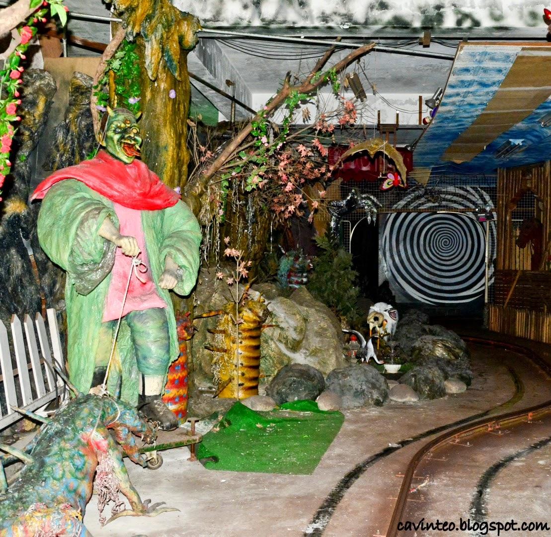 Entree Kibbles: Your 80s Haunted House Ride - Swiss Castle (古堡怪談