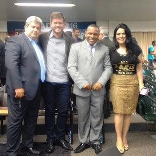 Pastor Dimarcy Borges (Presidente da Assembléia de Deus Missão em Acreúna/GO) e o Dueto Rayssa e Ravel (do Rio de Janeiro/RJ) louvam a Deus no evento da UMADA 2016. Curitiba-Paraná. 08 de fevereiro de 2016.