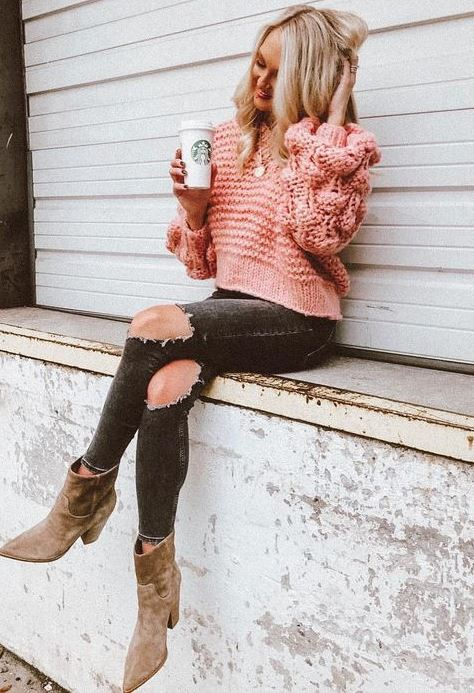 great fall outfit / pink oversized sweater + tips + boots