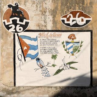 Graffito auf Wand, Kubas Fahne und Wappen, Nationalhymne, Tocororo, Königspalme, Mariposa Blanca
