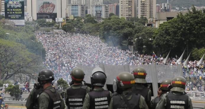 Venezolanos rechazan constituyente, suben a 35 los muertos