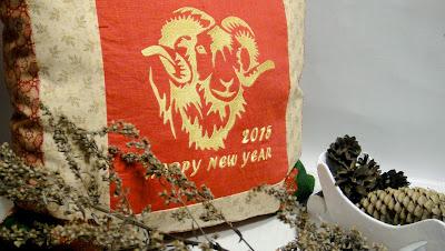 Символ года Новый год 2015 - подушка с бараном - подарок целеустремленному мужчине