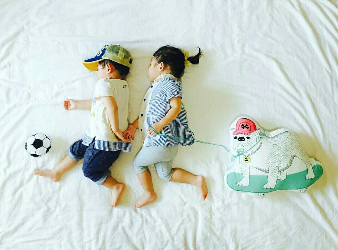 parenting, twins photo series, creative parenting, creative flatlays, Instagram