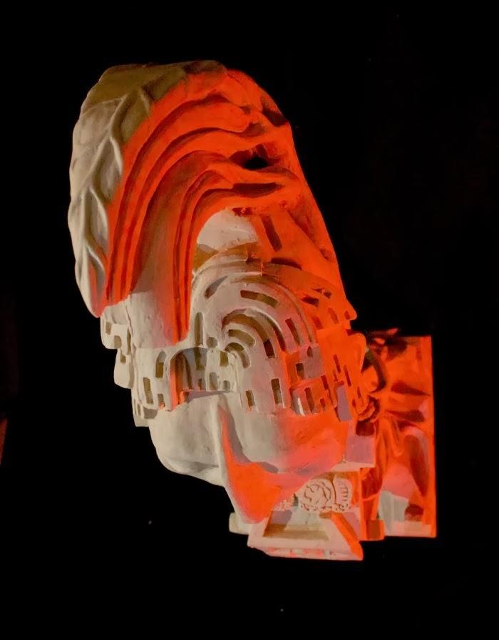 Скульптура человека-кукурузы. Eduardo Urbano Merino