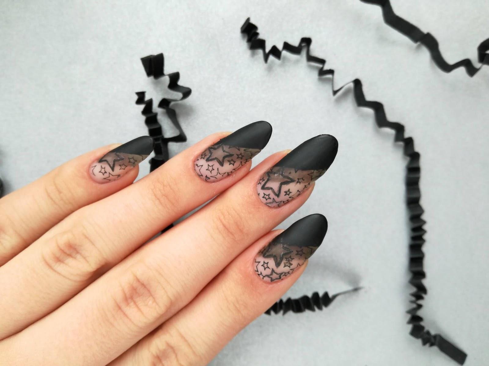 matowe paznokcie w gwiazdki