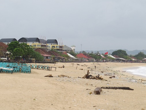 in addition to the H2O weather are relatively calm in addition to shallow BaliBeaches: Kedonganan Beach Bali - White Sand, Seafood, in addition to Sunset at Jimbaran Bay