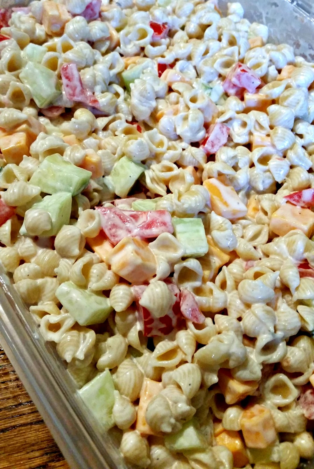FoodThoughtsOfaChefWannabe: My mom's Macaroni Salad.....kinda