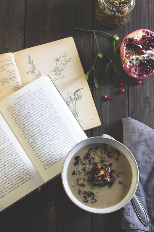 Pastinaken-Maronen-Suppe mit herzhafter Nuss-Granola. Holunderweg18