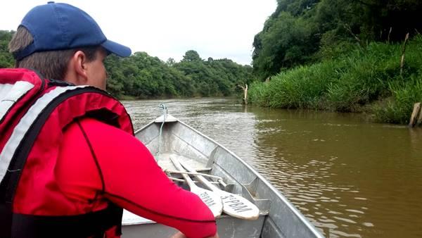 Bombeiros encontram e retiram cadáver do Rio Canoinhas, de homem que estava desaparecido