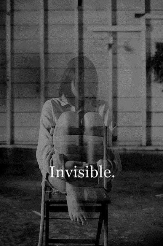 menina invisive