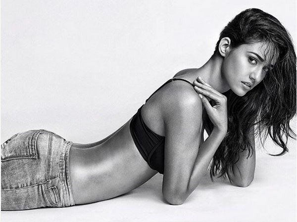 disha-patani-sexy-photo-black-and-white