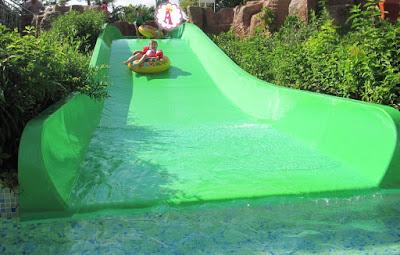 Съезд с зеленой горки в аквапарке Aquamania Albena 2018