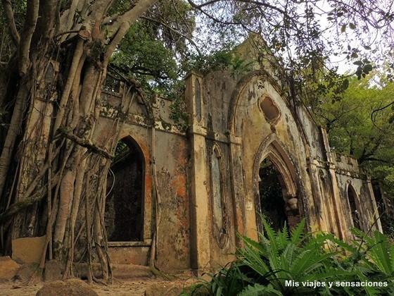 Ruinas capilla, Palacio de Monserrate, Sintra, Portugal