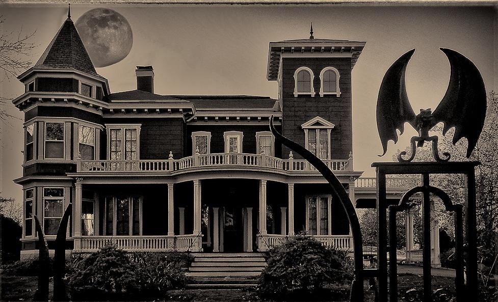 Talk Stephen King: Halloween Rendition Of King House