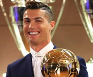 Atacante Cristiano Ronaldo vence pela quarta vez a Bola de Ouro