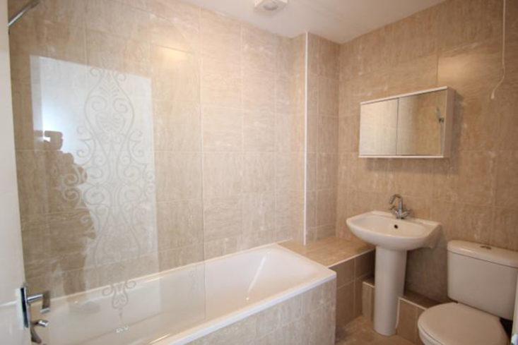Une salle de bain baroque revue de d tail berenice for Revue salle de bain