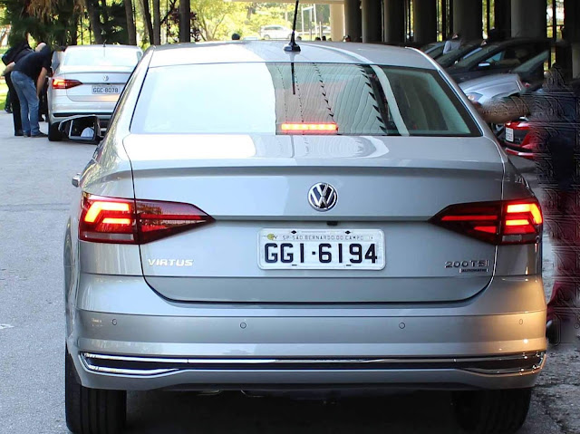 VW Virtus (Polo Sedan) TSI Automático - traseira