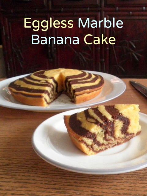 Eggless Marnle Banana Cake Recipe @ treatntrick.blogspot.com