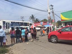 Veracruz: Vecinos de Reserva 3 bloquean vialidad por falta de agua