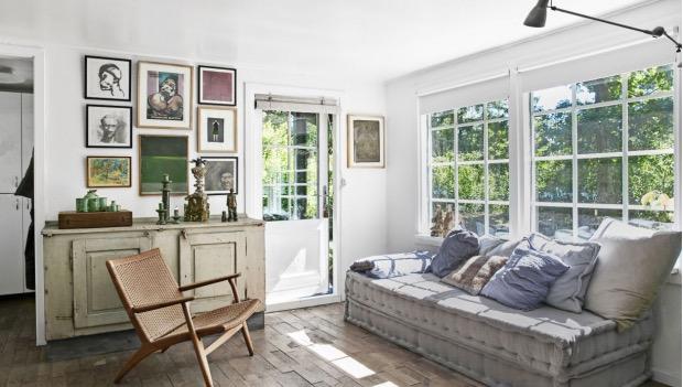 casita de verano con bonitas piezas de anticuario chicanddeco