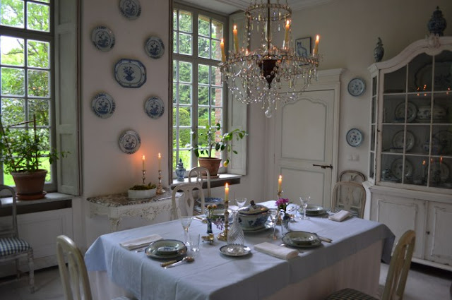 Swedish style decor in elegant dining room in Belgium - found on Belgian Pearls