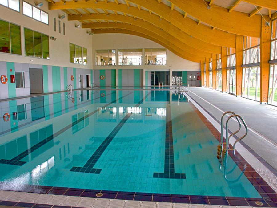 alcover adjudica contractes de manteniment de la piscina i