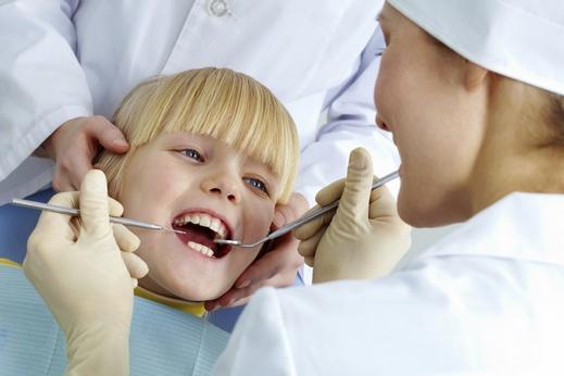 أهمية زيارة الطفل لطبيب الأسنان