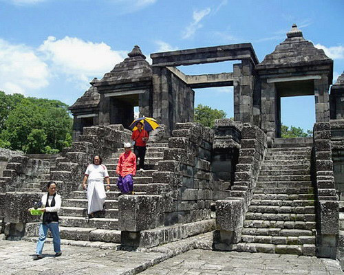 www.Tinuku.com Ratu Boko Temple in Sleman are palace complex ruins built by order Panangkaran of Sailendra dynasty