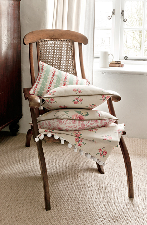 DIY handmade cushions with trim by Clarke and Clarke! This is perfect inspiration for your sewing projects. Sew your own tea towels and oven gloves using beautiful floral fabrics from Clarke and Clarke. Gorgeous Sewing Ideas and Tutorials to use with your Clarke and Clarke Material! #sewing #sewingprojects #material