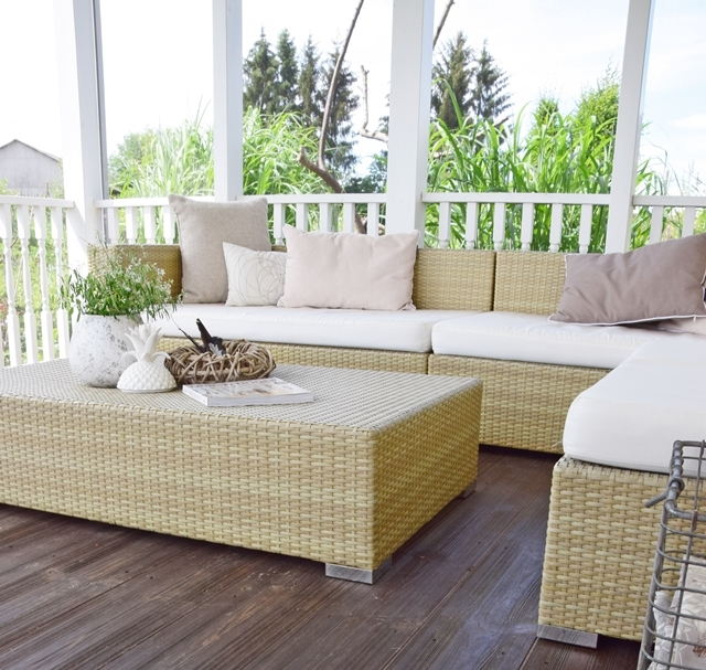 porch veranda screened porch lounge sofa loungemöbel deko dekoration outdoor polyrattan