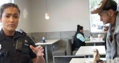 El indignante momento en que un vagabundo y un cliente son expulsados de McDonald's