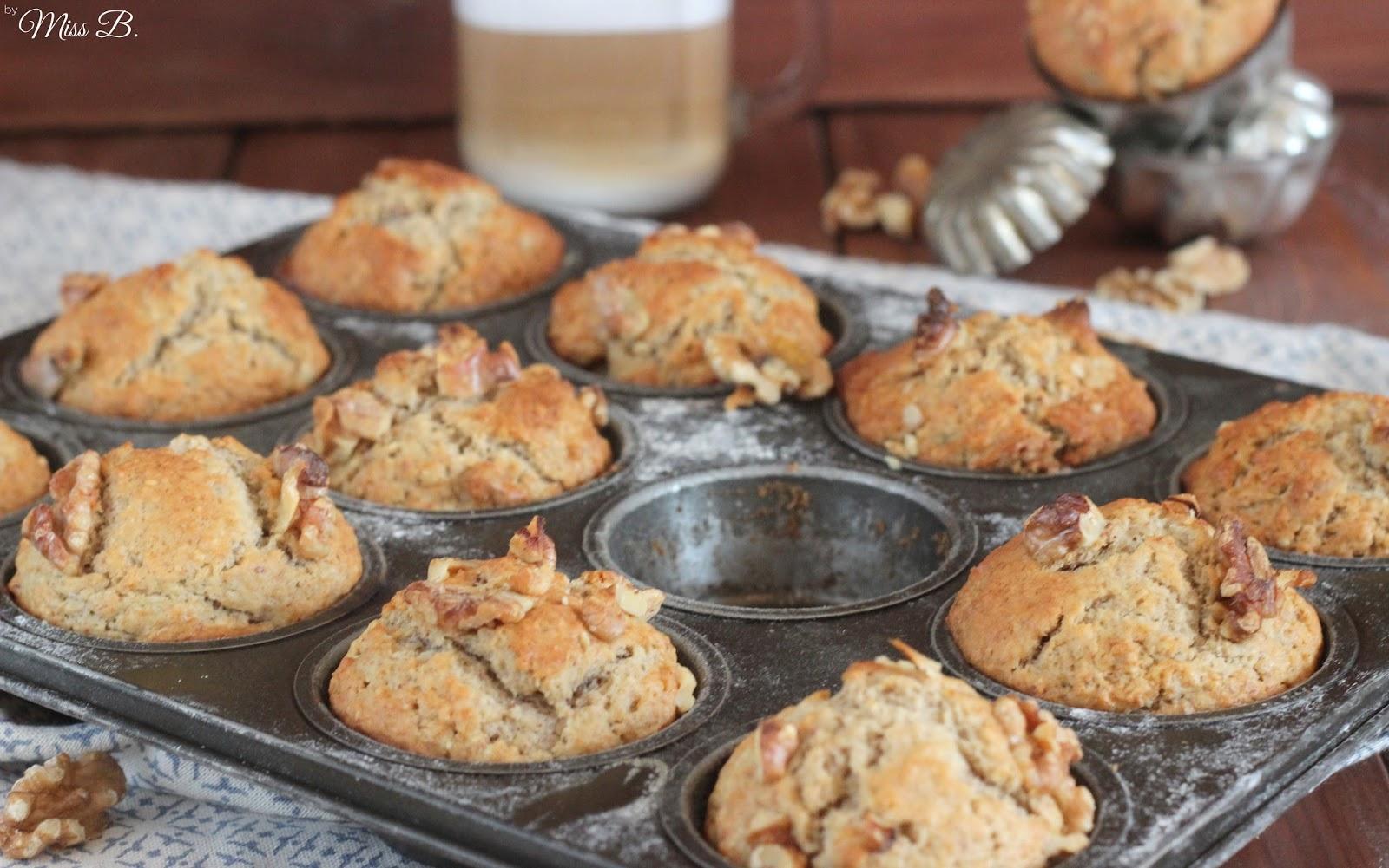 miss blueberrymuffin 39 s kitchen wie in elmo alaska bananen walnuss muffins zum fr hst ck. Black Bedroom Furniture Sets. Home Design Ideas