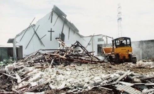 Iglesia cristiana destruida en Indonesia