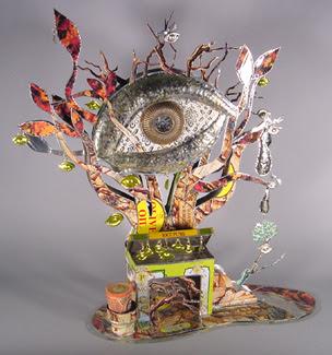 escultura hecha con materiales reciclados