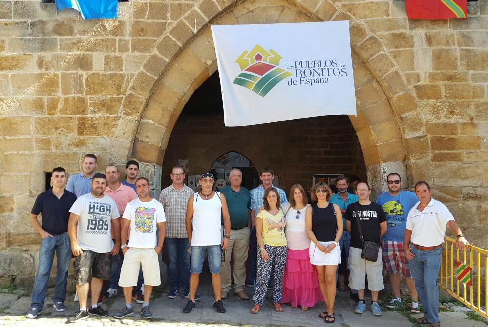torrelavega, cruce de caminos: santillana: el ayuntamiento entrega