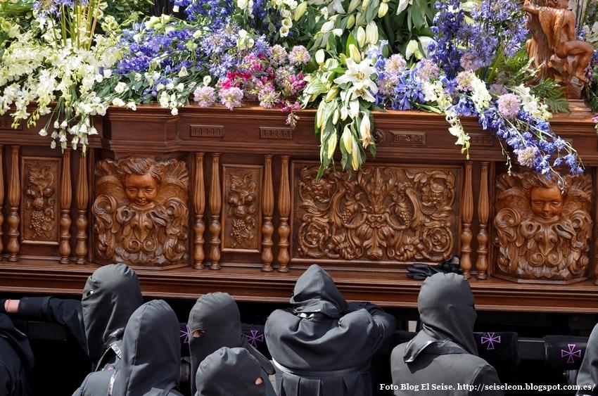 Braceros cofradía Dulce Nombre de Jesús Nazareno. León. Foto. G. Márquez. 2015