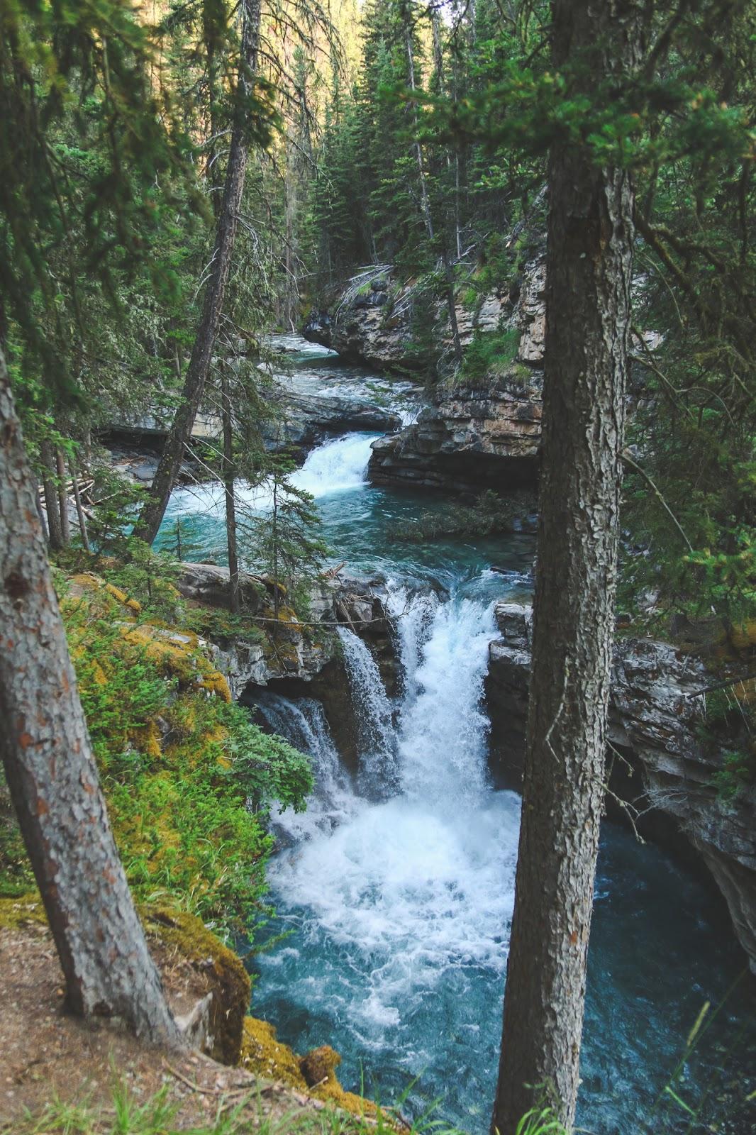 Hiking Johnston Canyon   Banff National Park