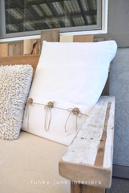 pallet wood sofa for an outdoor porch or patio   funkyjunkinteriors.net